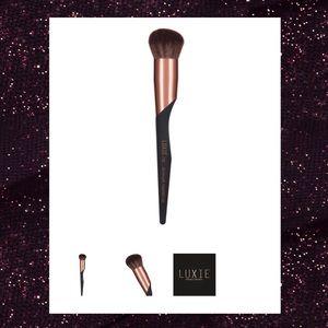 Luxie Beauty Contour Brush.